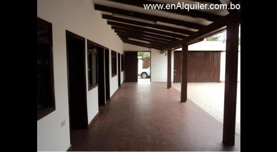 Casa en Alquiler Av.Paragua 3er y 4to anillo Foto 3