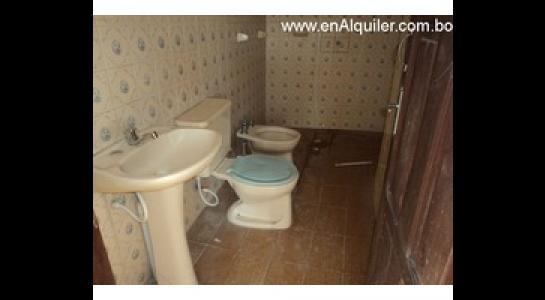 Casa en Alquiler Av.Paragua 3er y 4to anillo Foto 8