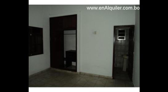 Casa en Alquiler Av.Paragua 3er y 4to anillo Foto 5