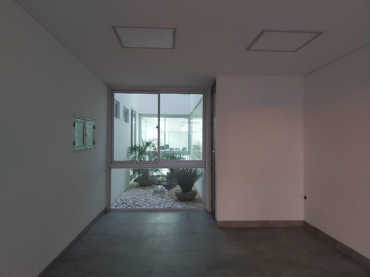 Oficina en Alquiler Calle Roboré paralela al 2do anillo Foto 9