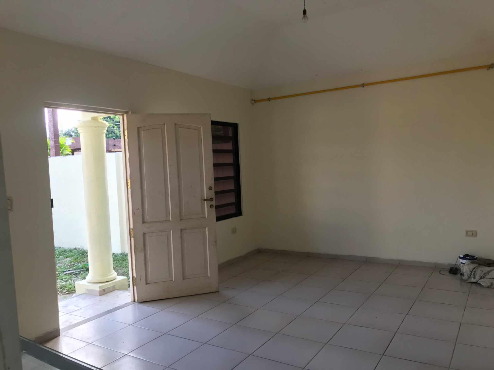 Casa en Venta AV. BANZER 8vo ANILLO, ZONA EL REMANSO III Foto 6