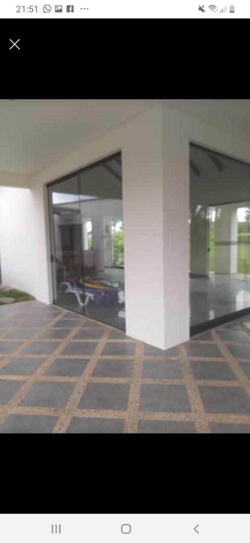 Terreno en Venta Condominio Resort Laguna Vista Urubo, a 20 min. de la Ciudad, entrando por Villa Bonita, Excelente Camino Pavimentado. Foto 2