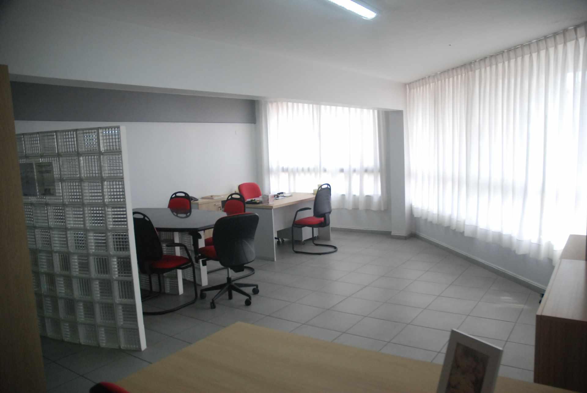 Oficina en Alquiler Cerca del colegio Cristo Rey y Avenida Irala, Calle La Riva Foto 9