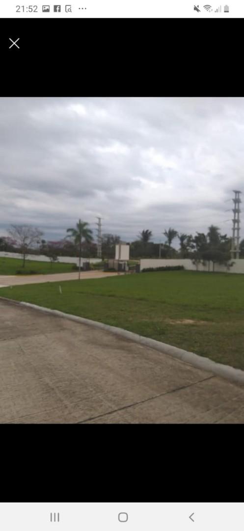 Terreno en Venta Condominio Resort Laguna Vista Urubo, a 20 min. de la Ciudad, entrando por Villa Bonita, Excelente Camino Pavimentado. Foto 5