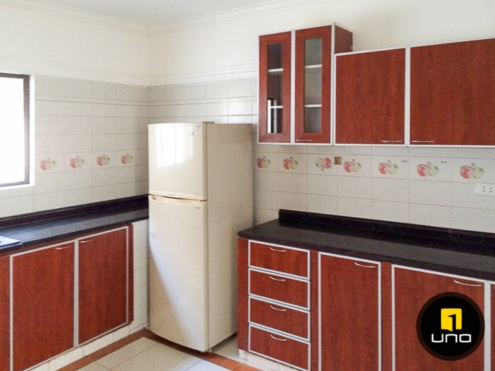 Casa en Alquiler LINDA Y AMPLIA CASA DE 2 PLANTAS CON PISCINA EN EL BARRIO LAS PALMAS Foto 9
