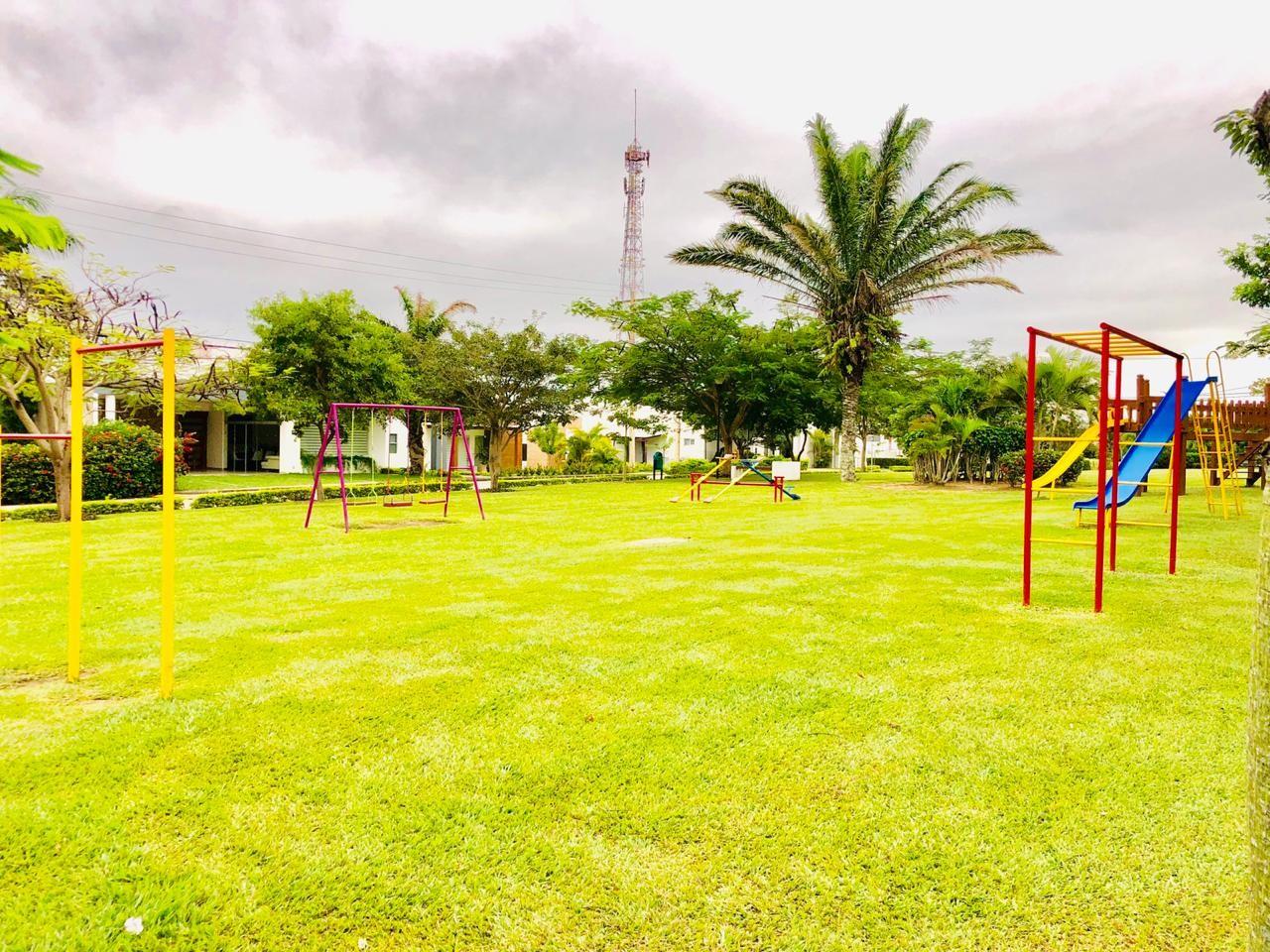 Casa en Alquiler Zona Urubo - Condominio Jardines del Urubo - lado de Restaurante Casa del Camba - a 1 minuto del Puente principal. Foto 12