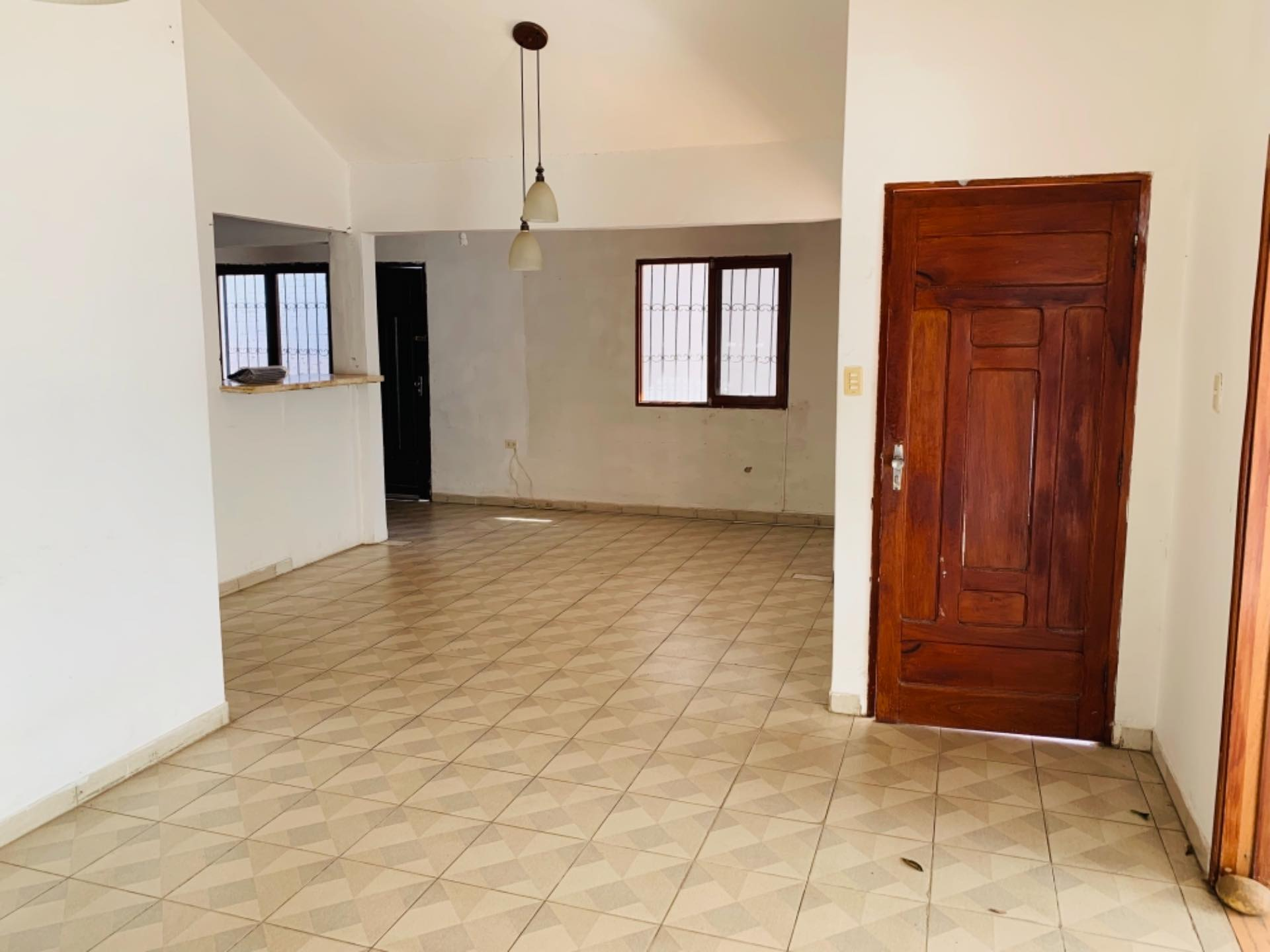 Casa en Alquiler Barrio Equipetrol entre 3er y 4to Anillo Foto 3
