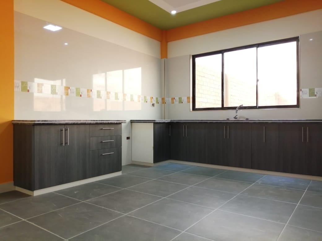 Casa en Venta URB. BUSTILLOS - ZONA VINTO- ORURO Foto 7
