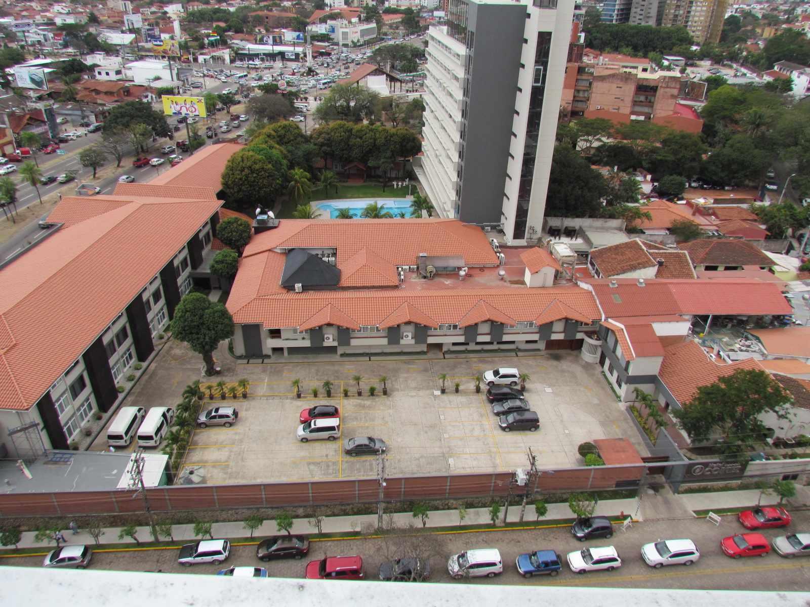 Departamento en Venta EDIF. PUNTA DEL ESTE - CALLE LIBERTAD ENTRE 1ER Y 2DO ANILLO Foto 12