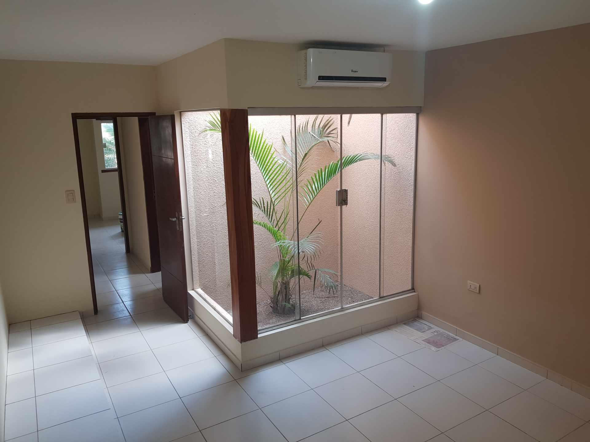 Casa en Venta Urb. Chiriguano zona Av. Santos dumont 6° y 7° Foto 12