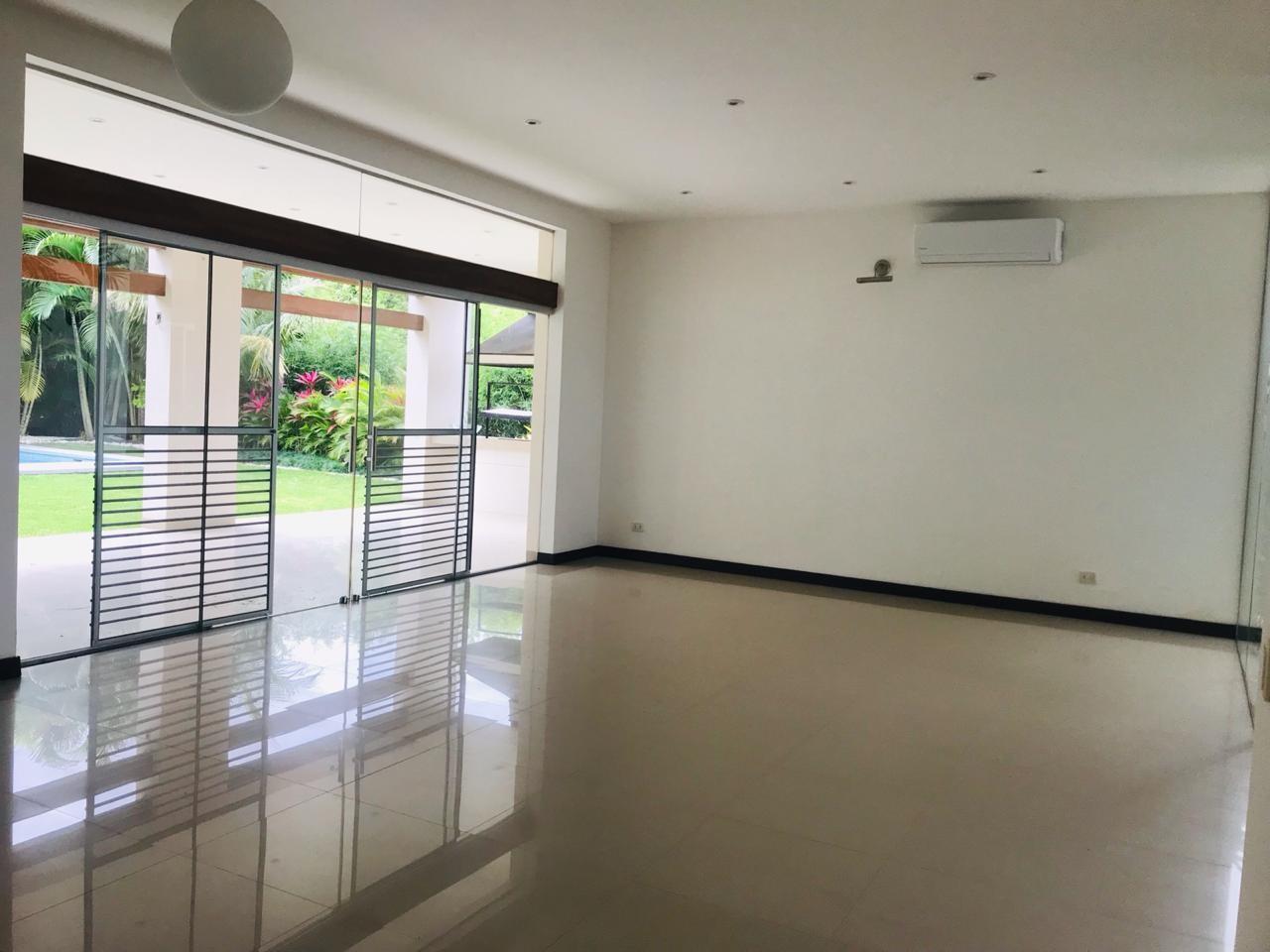Casa en Alquiler COLINAS DEL URUBO ECTOR 1  Foto 3