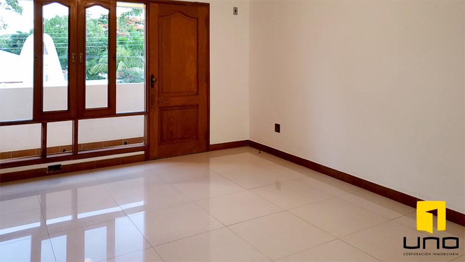 Casa en Alquiler HERMOSA RESIDENCIA EN LA MEJOR ZONA DEL BARRIO LAS PALMAS Foto 7