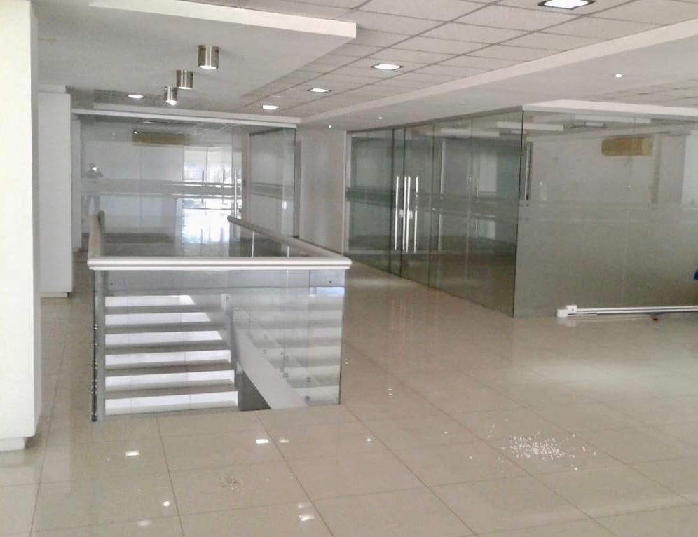 Oficina en Alquiler SOBRE AV. BANZER, ALQUILO DEPÓSITOS CON OFICINAS DE LUJO Foto 2