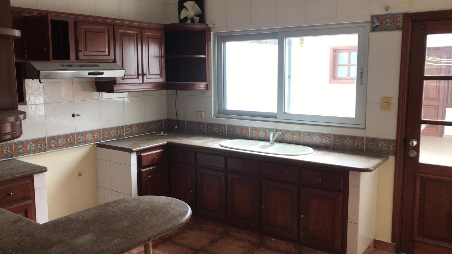 Casa en Alquiler Av. Banzer 4to anillo lado de Las Brisas Foto 11