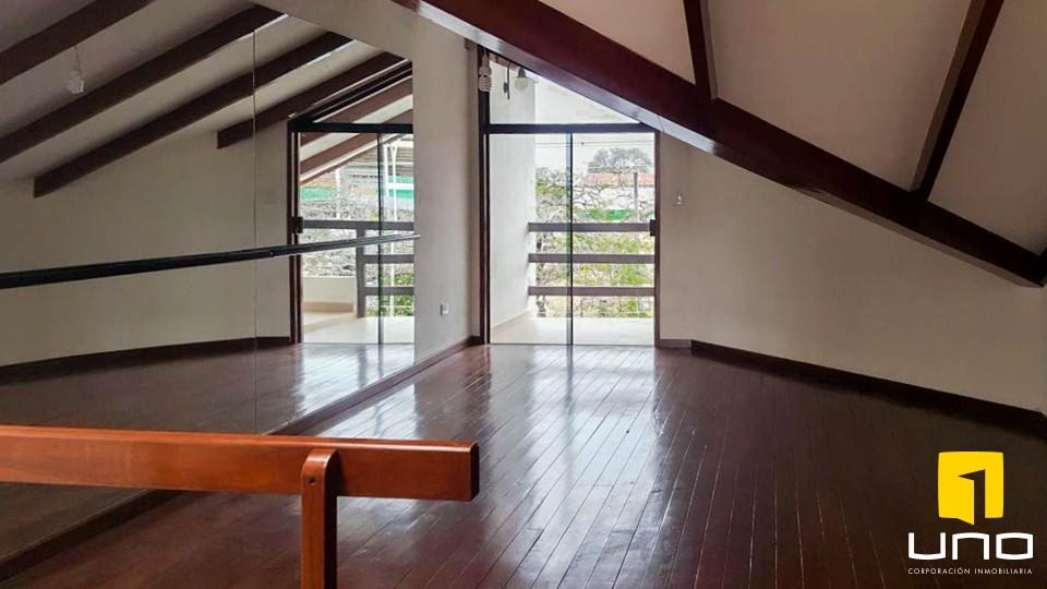 Casa en Venta LINDA CASA DE 2 PLANTAS SOBRE AV. EJERCITO NACIONAL Foto 4