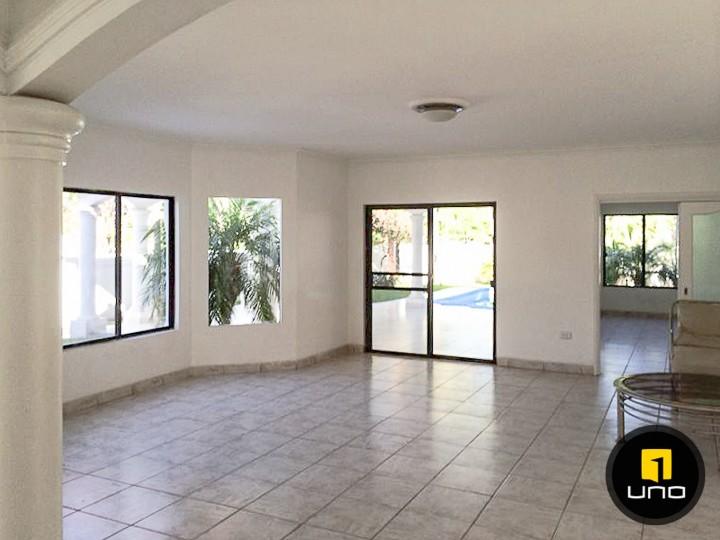 Casa en Alquiler LINDA Y AMPLIA CASA DE 2 PLANTAS CON PISCINA EN EL BARRIO LAS PALMAS Foto 10