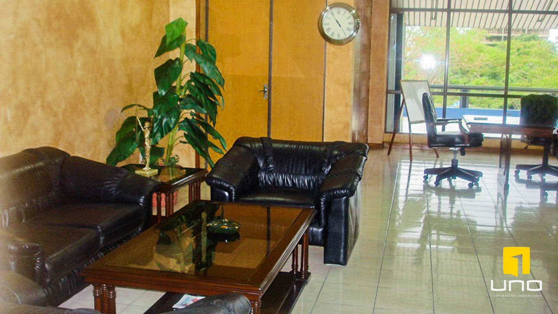 Oficina en Alquiler Alquilo oficina en Edificio sobre Avenida Irala Foto 3