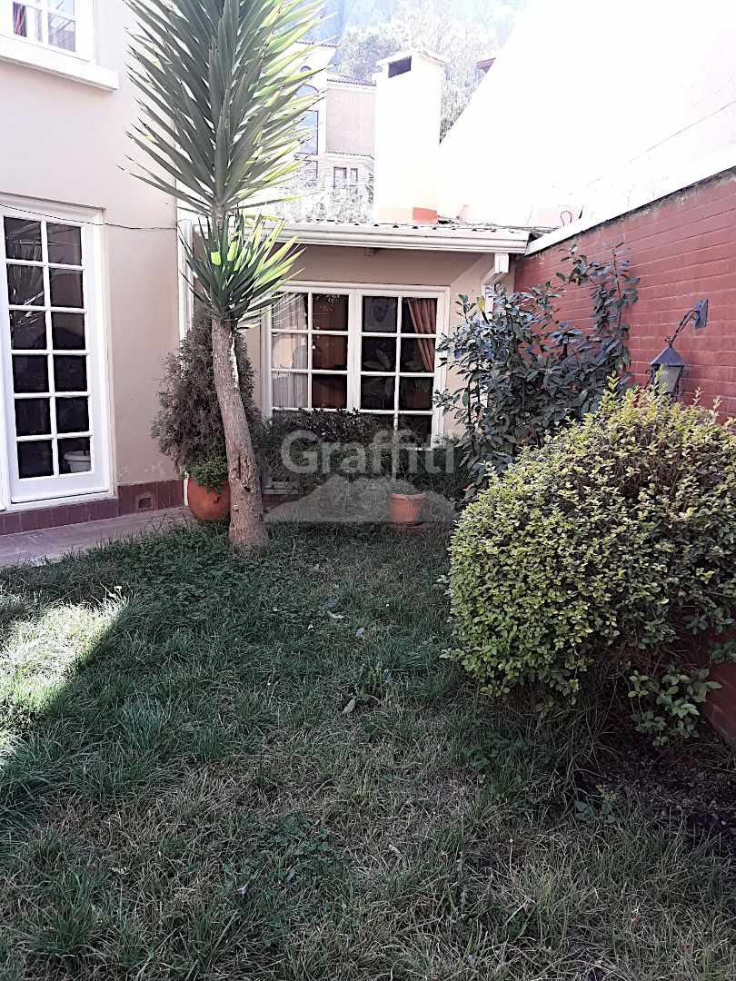 Casa en Alquiler Achumani calle 27 Foto 5