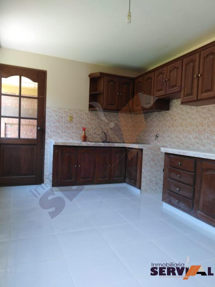 Casa en Alquiler CASA DE 2 PLANTAS INDEPENDIENTE, EN URBANIZACION, INMEDIACIONES KM 4 1/2 CIRCUNVALACIÓN Foto 2