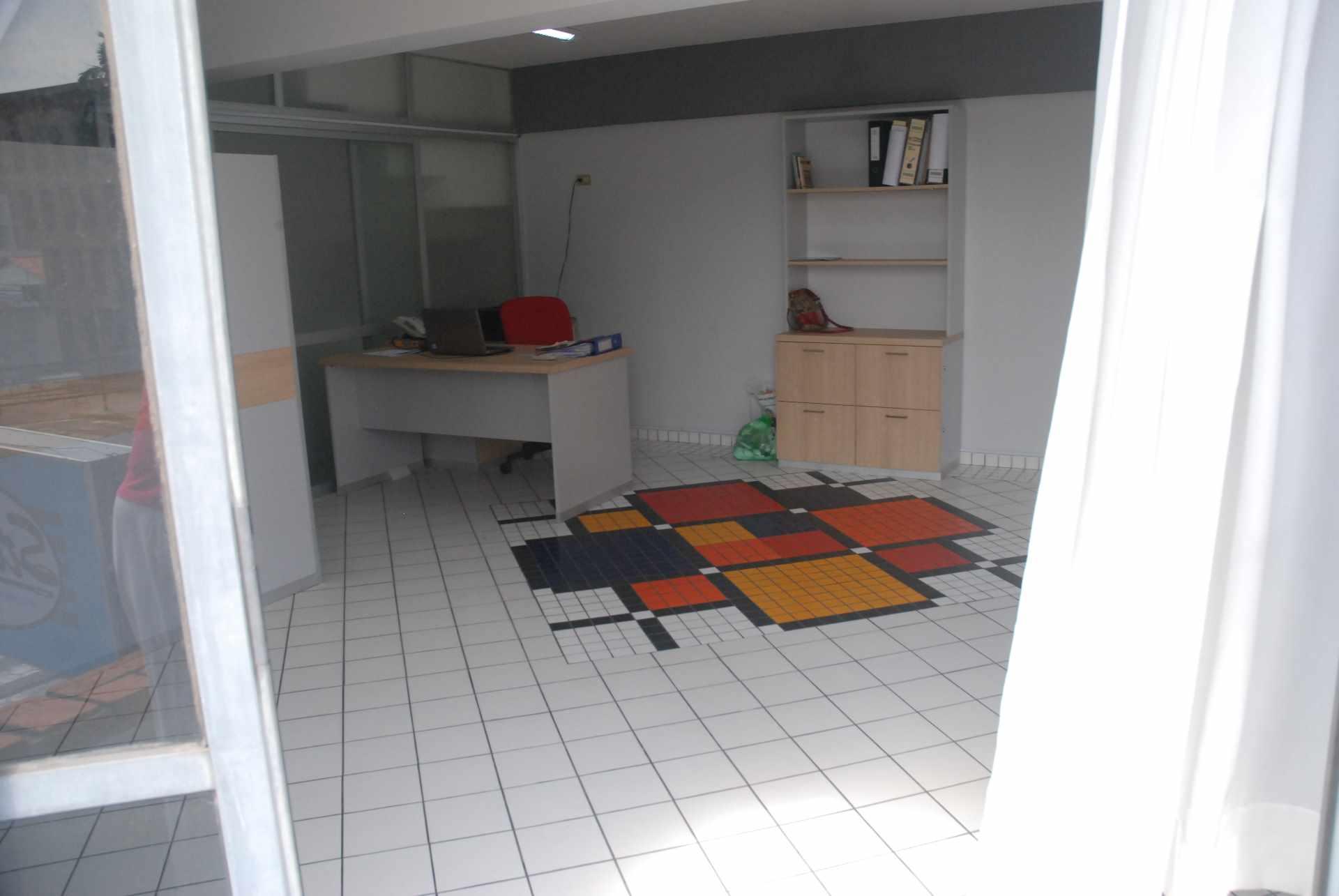Oficina en Alquiler Cerca del colegio Cristo Rey y Avenida Irala, Calle La Riva Foto 5