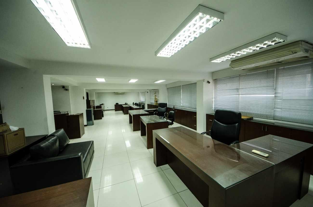 Oficina en Alquiler Edificio Santa Cruz, calle Ayacucho esquina Velasco Foto 3
