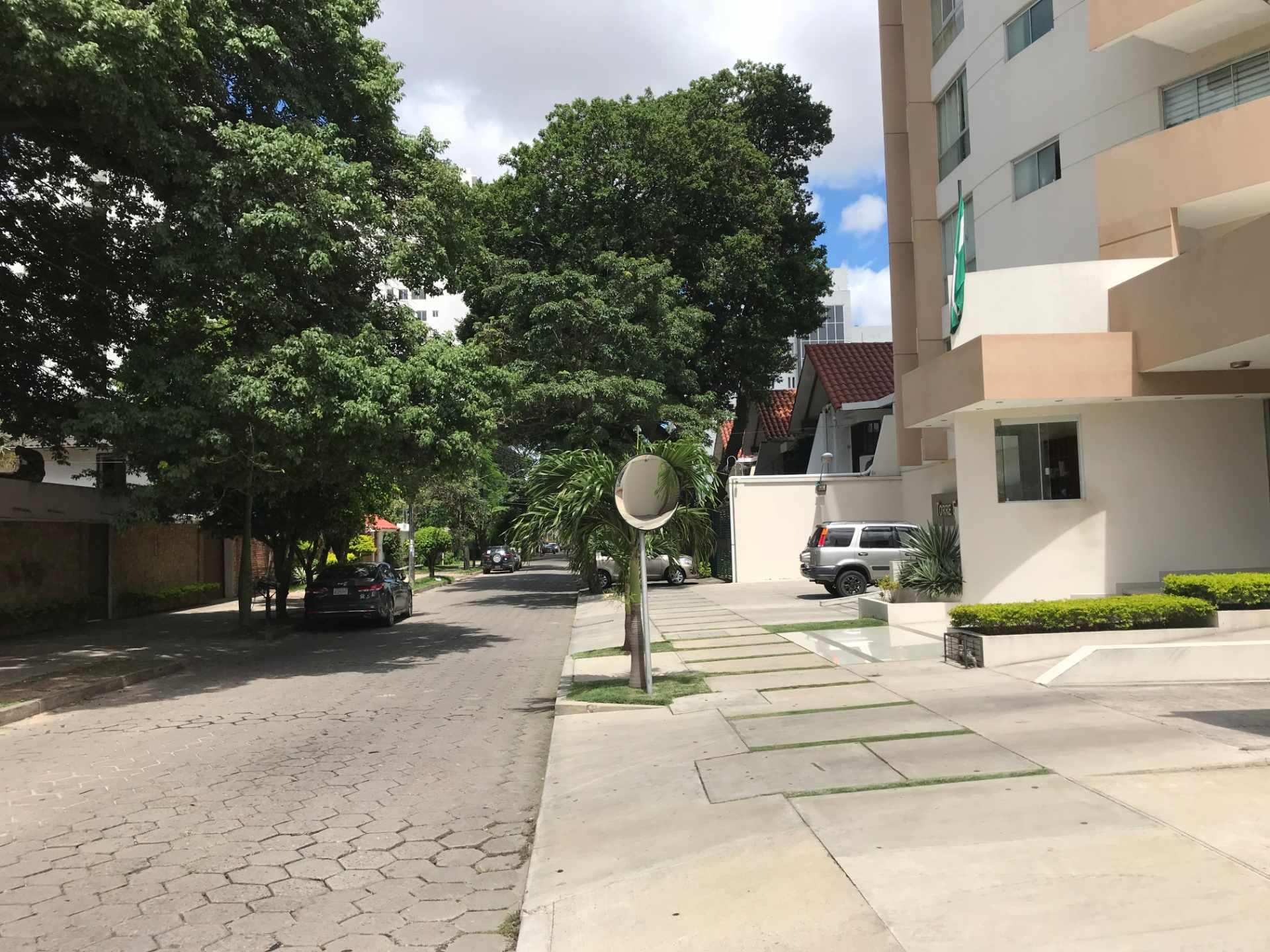 Departamento en Venta Torre Elvira de Mendoza, sobre c/Elvira de Mendoza entre Av. Las Américas y c/Monseñor Santistevan. Foto 12