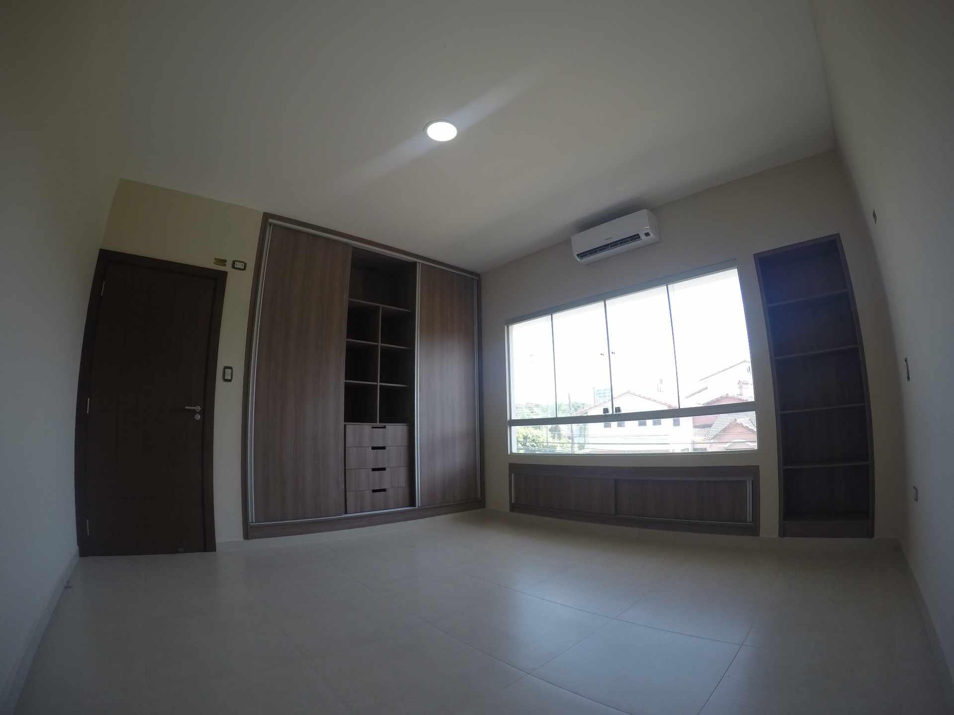 Casa en Alquiler Casa independiente en alquiler a estrenar, próximo a Parque Los Mangales II [Av. Beni y 4to. Anillo], De 3 plantas, 3 dormitorios (2 en suite), con dependencias. [1000$us.] Foto 7