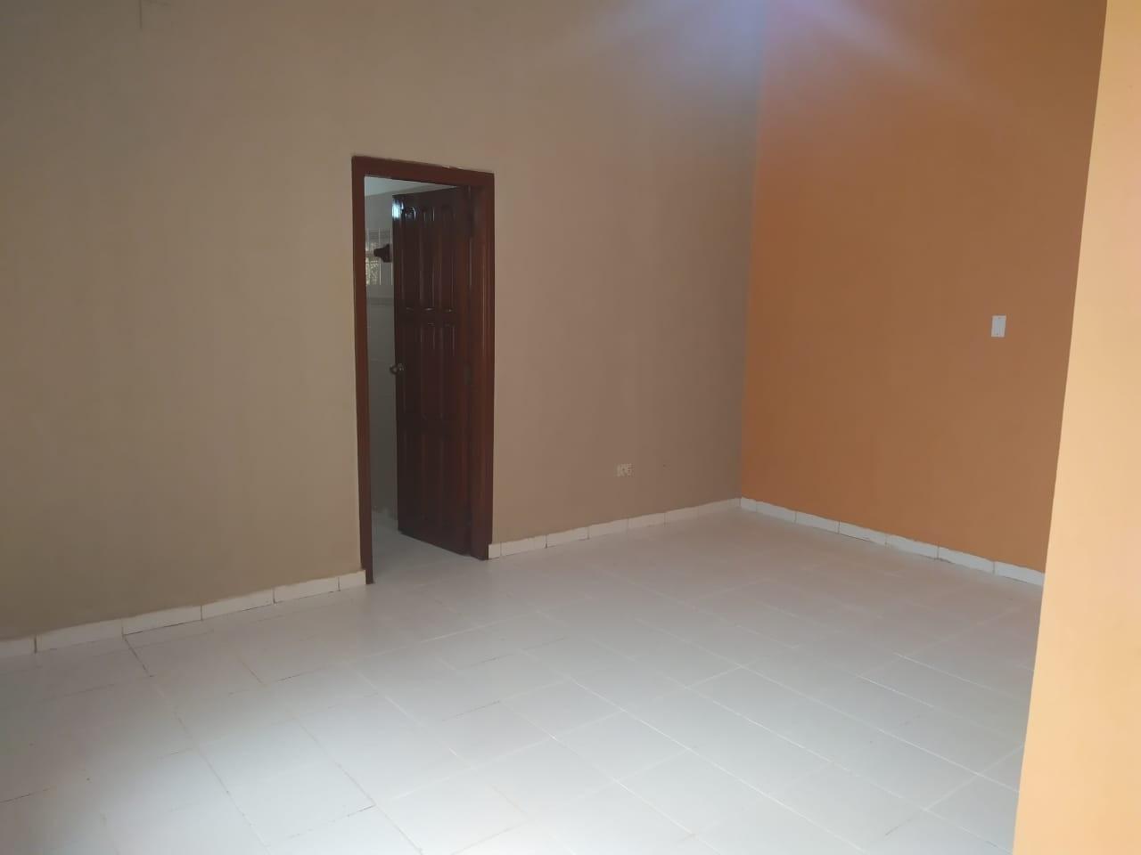 Casa en Venta Las Palmas av.San Miguel calle B 3er al 4to anillo Foto 5