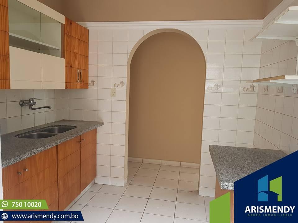 Casa en Venta AV. BANZER- 7MO ANILLO Foto 2