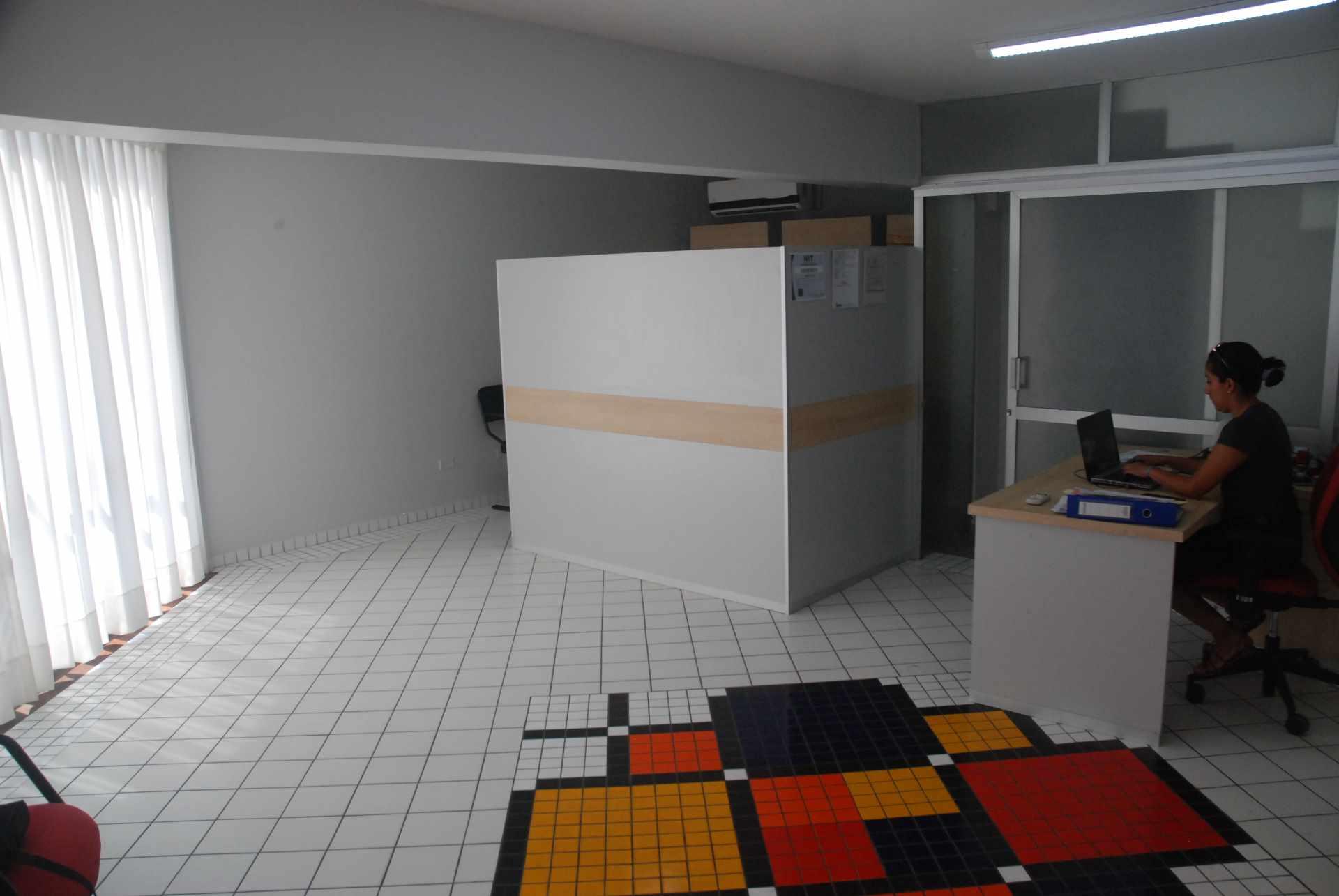 Oficina en Alquiler Cerca del colegio Cristo Rey y Avenida Irala, Calle La Riva Foto 2