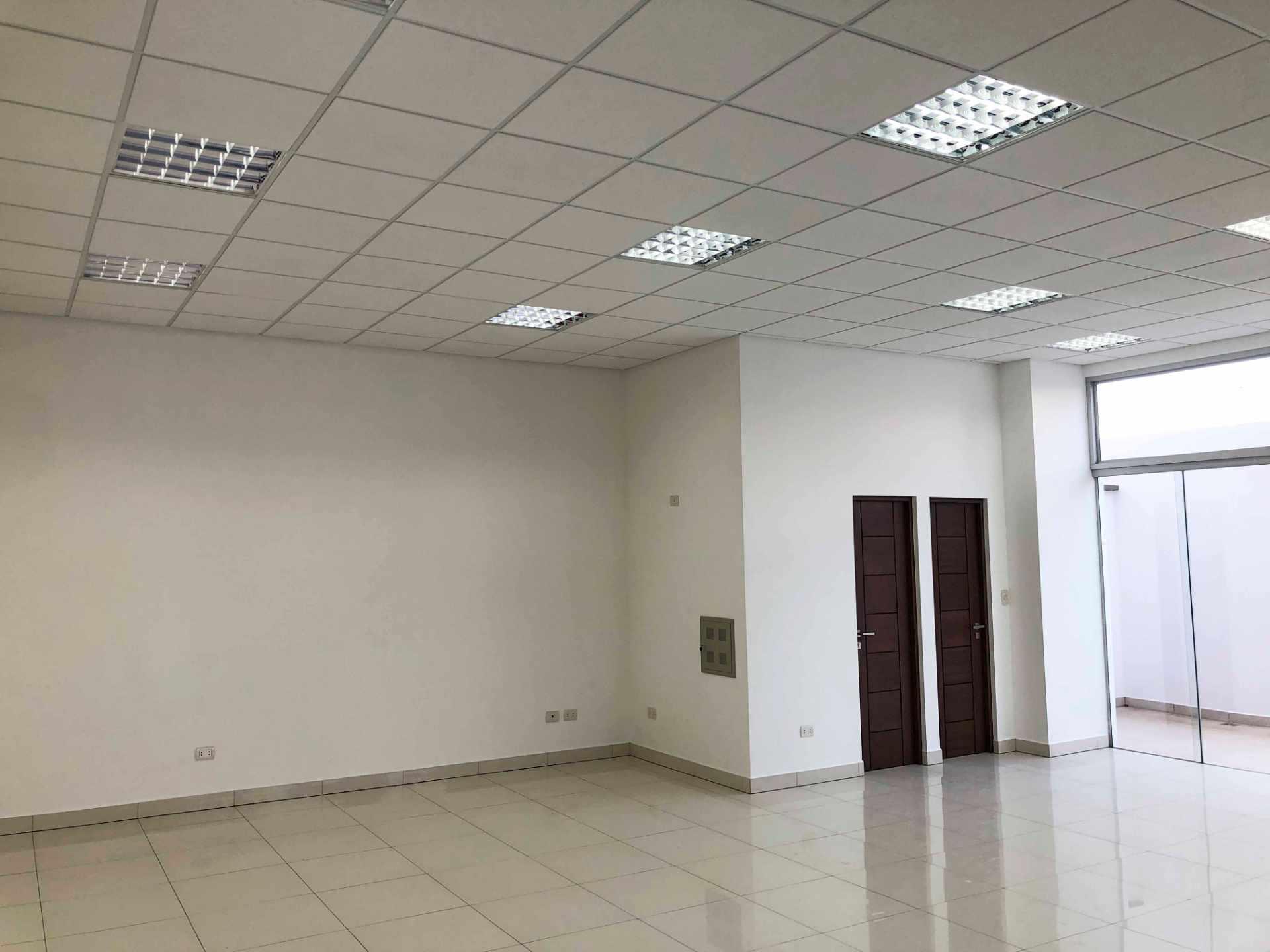 Local comercial en Venta C. Eudoro Galindo casi Circunvalación, Edificio Las Moras Foto 5