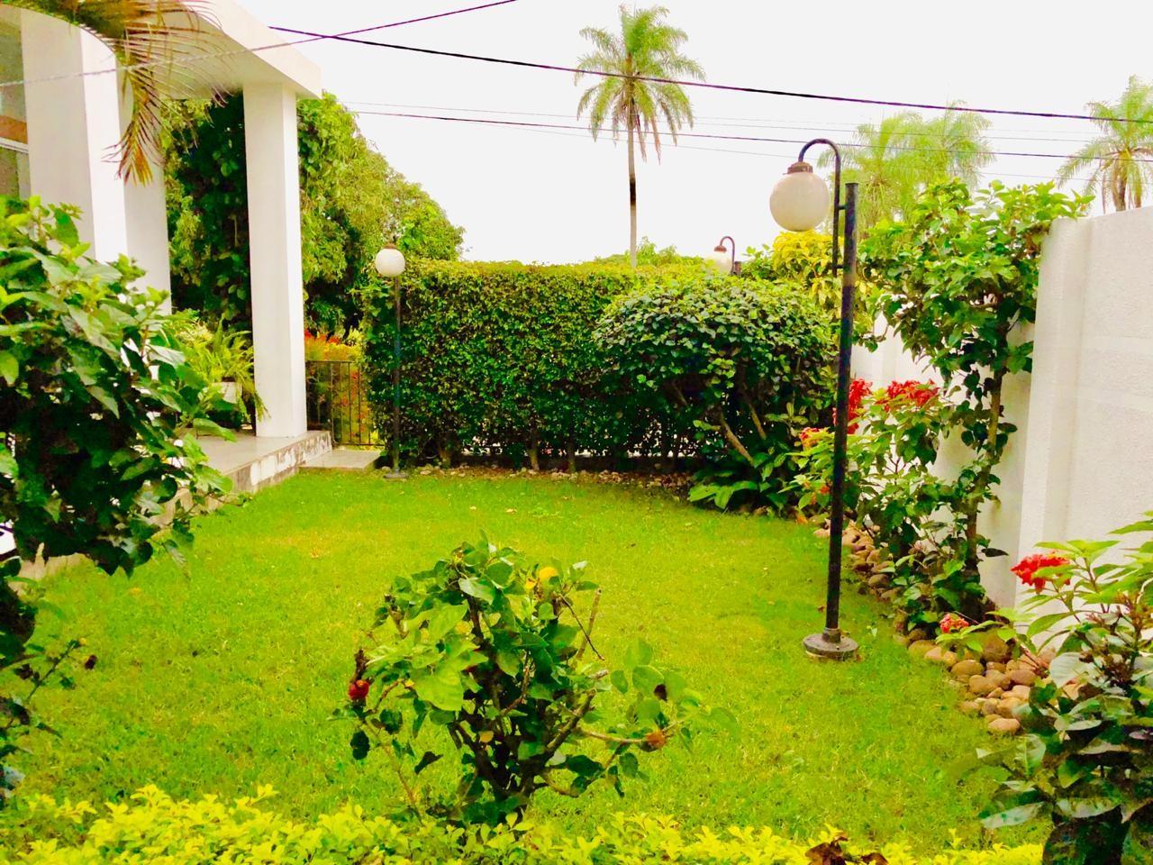 Casa en Alquiler Zona Urubo - Condominio Jardines del Urubo - lado de Restaurante Casa del Camba - a 1 minuto del Puente principal. Foto 21