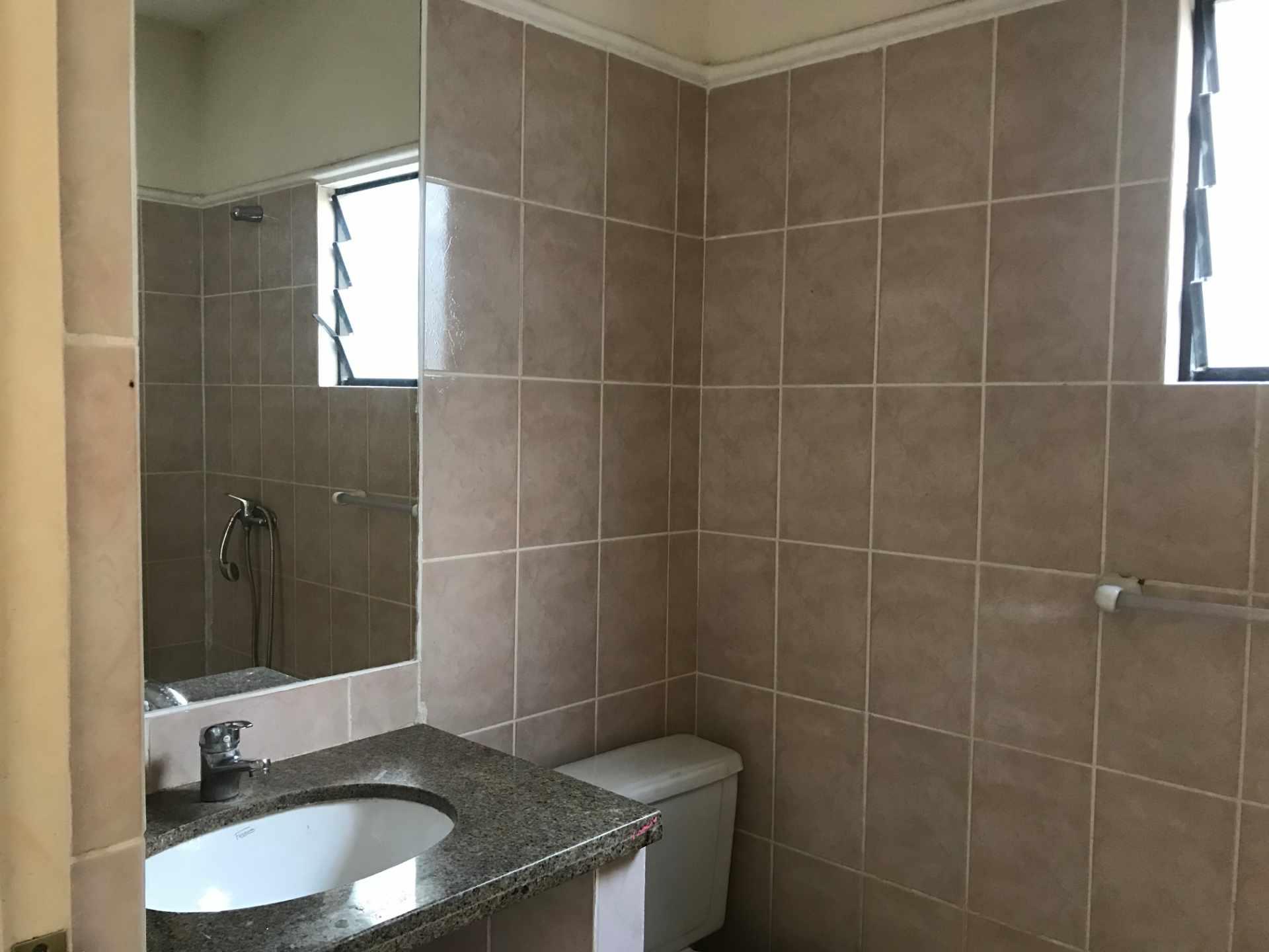 Casa en Venta AV. BANZER 8vo ANILLO, ZONA EL REMANSO III Foto 8
