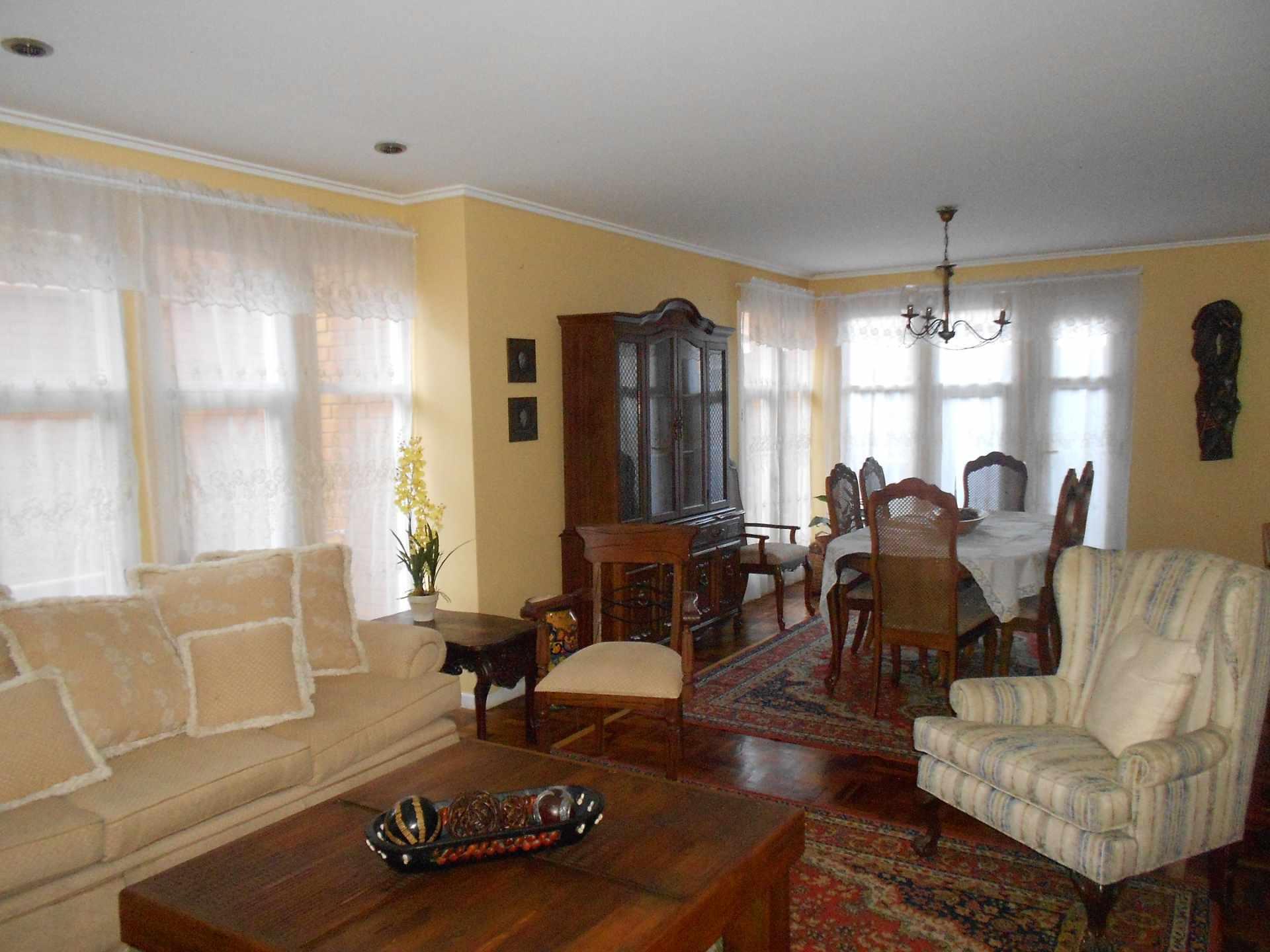Casa en Alquiler CASA EN ALQUILER TOTALMENTE AMOBLADA: ACHUMANI SECTOR BARQUETA Foto 3