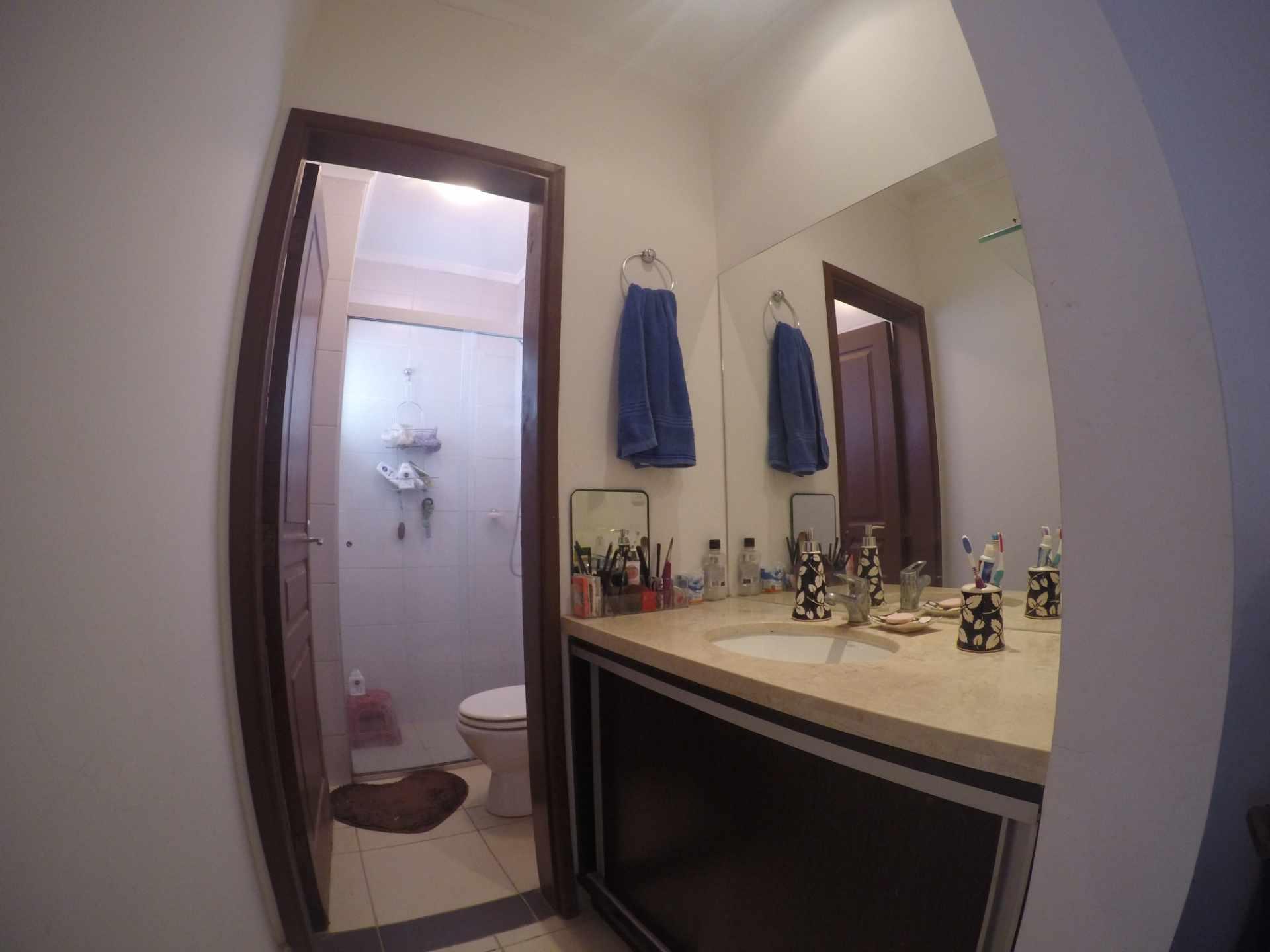 Casa en Alquiler Condominio Versalles [Km. 8 1/2 al Norte, próximo a Colegio Cambridge], Casa amoblada en alquiler de 2 dormitorios (1 en suite), con depósito, churrasquera y parqueo. [500$us., expensas incluidas] Foto 10