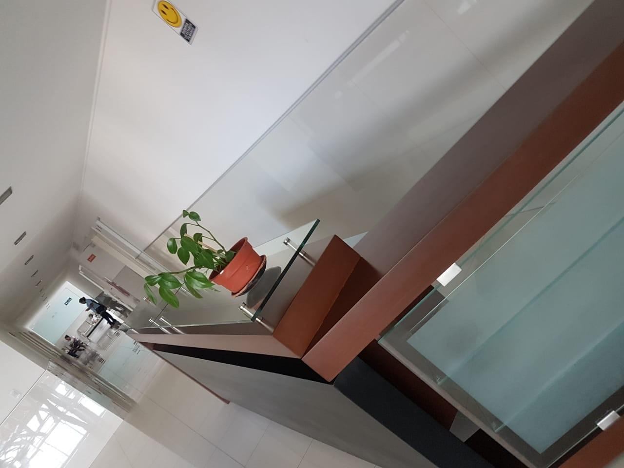Oficina en Alquiler 1er Anillo Av. Cañoto Foto 5