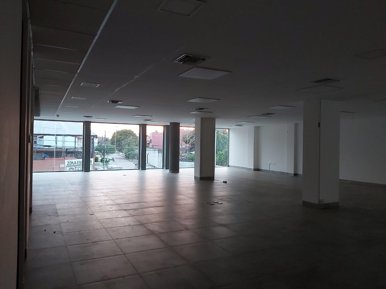Oficina en Alquiler Calle Roboré paralela al 2do anillo Foto 6