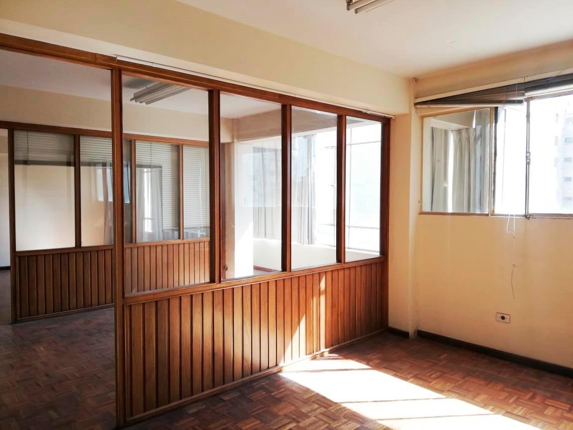 Oficina en Alquiler Zona Central, a una cuadra de la Av. Heroinas Foto 6