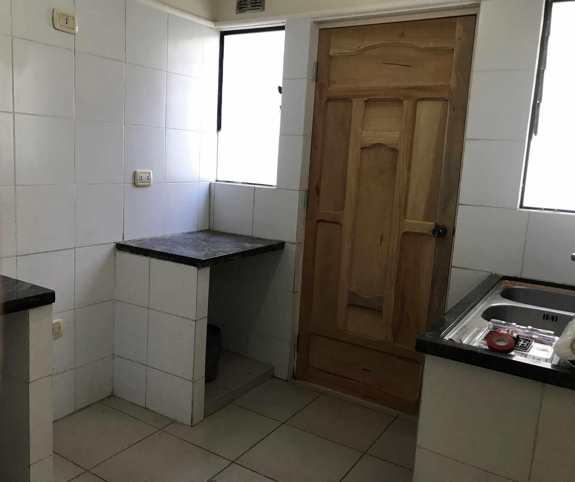 Casa en Venta AV. BANZER 8vo ANILLO, ZONA EL REMANSO III Foto 2