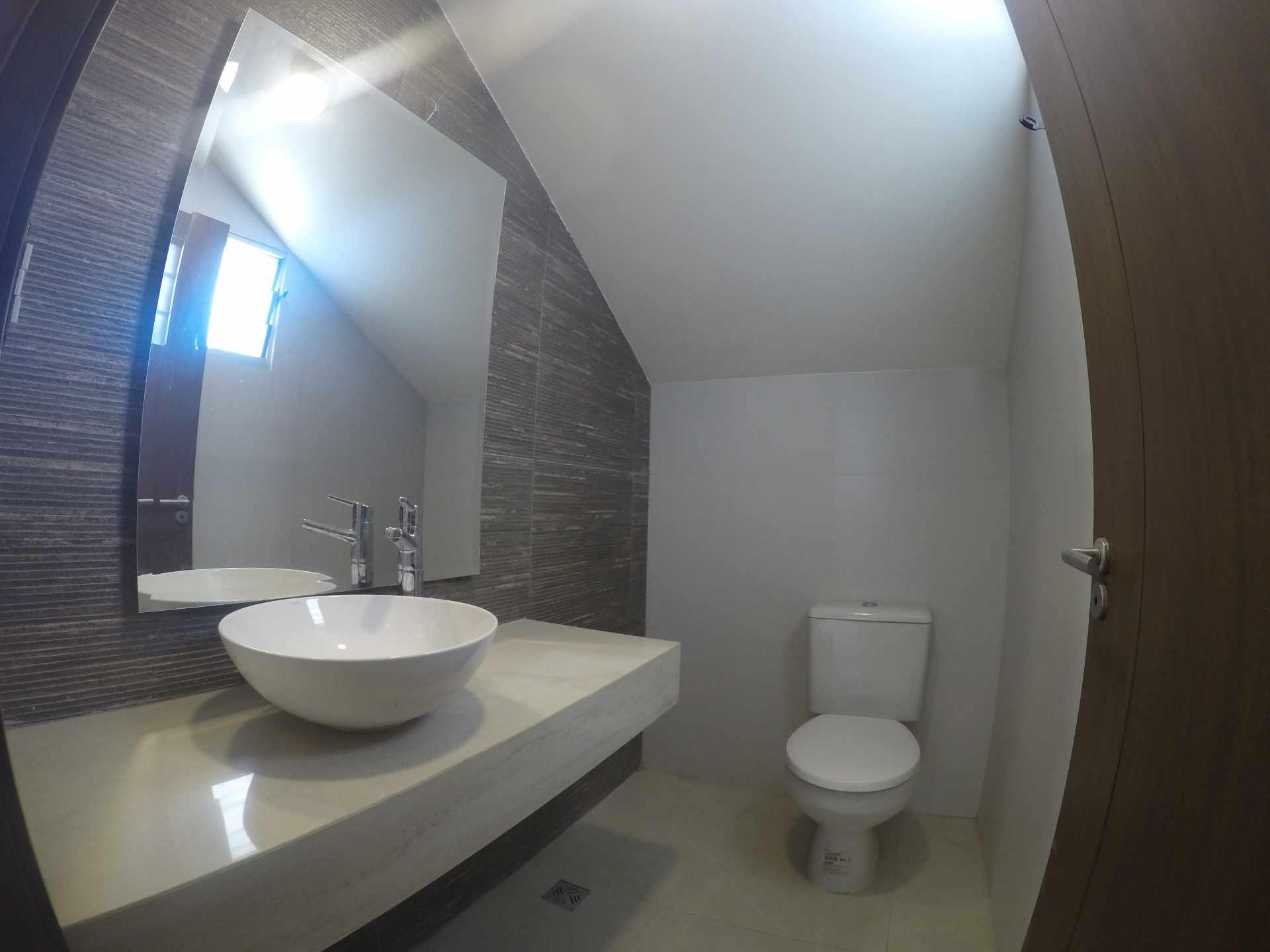 Casa en Alquiler Casa independiente en alquiler a estrenar, próximo a Parque Los Mangales II [Av. Beni y 4to. Anillo], De 3 plantas, 3 dormitorios (2 en suite), con dependencias. [1000$us.] Foto 4