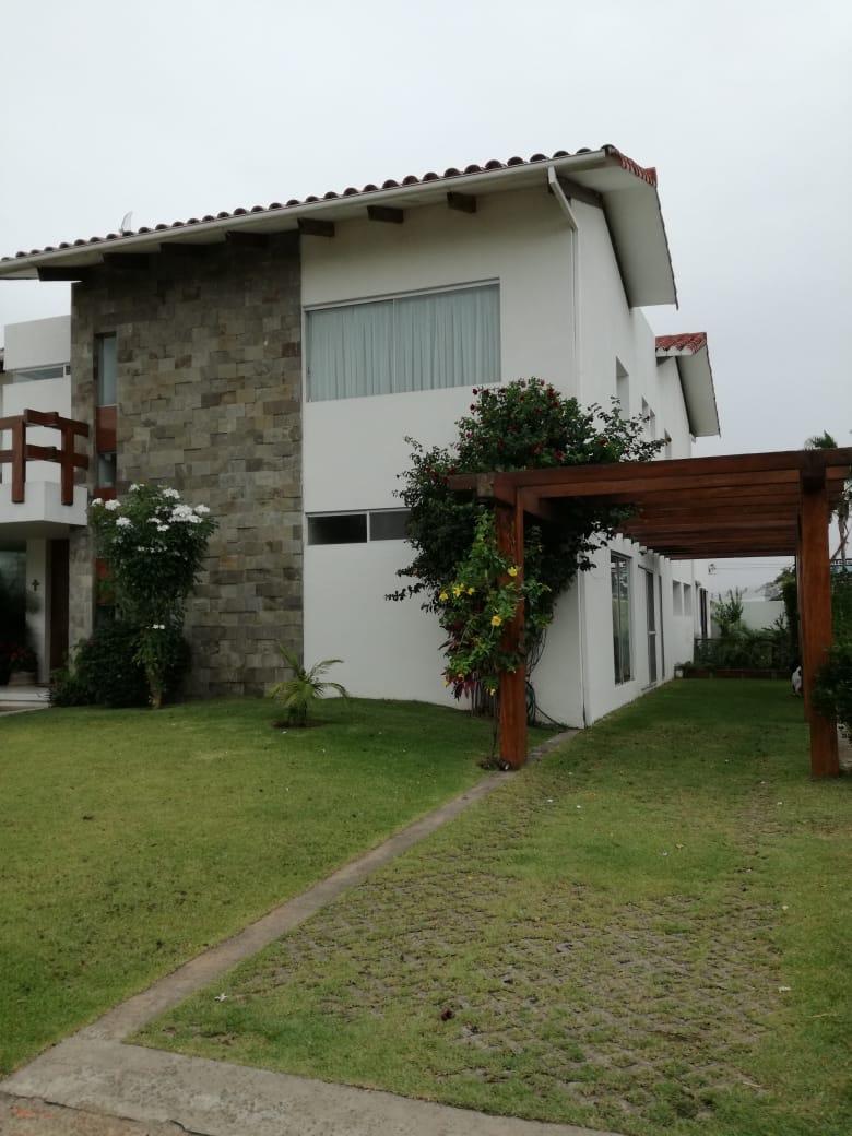 Casa en Alquiler Condominio exclusivo a pocos minutos del puente Urubó  Foto 28
