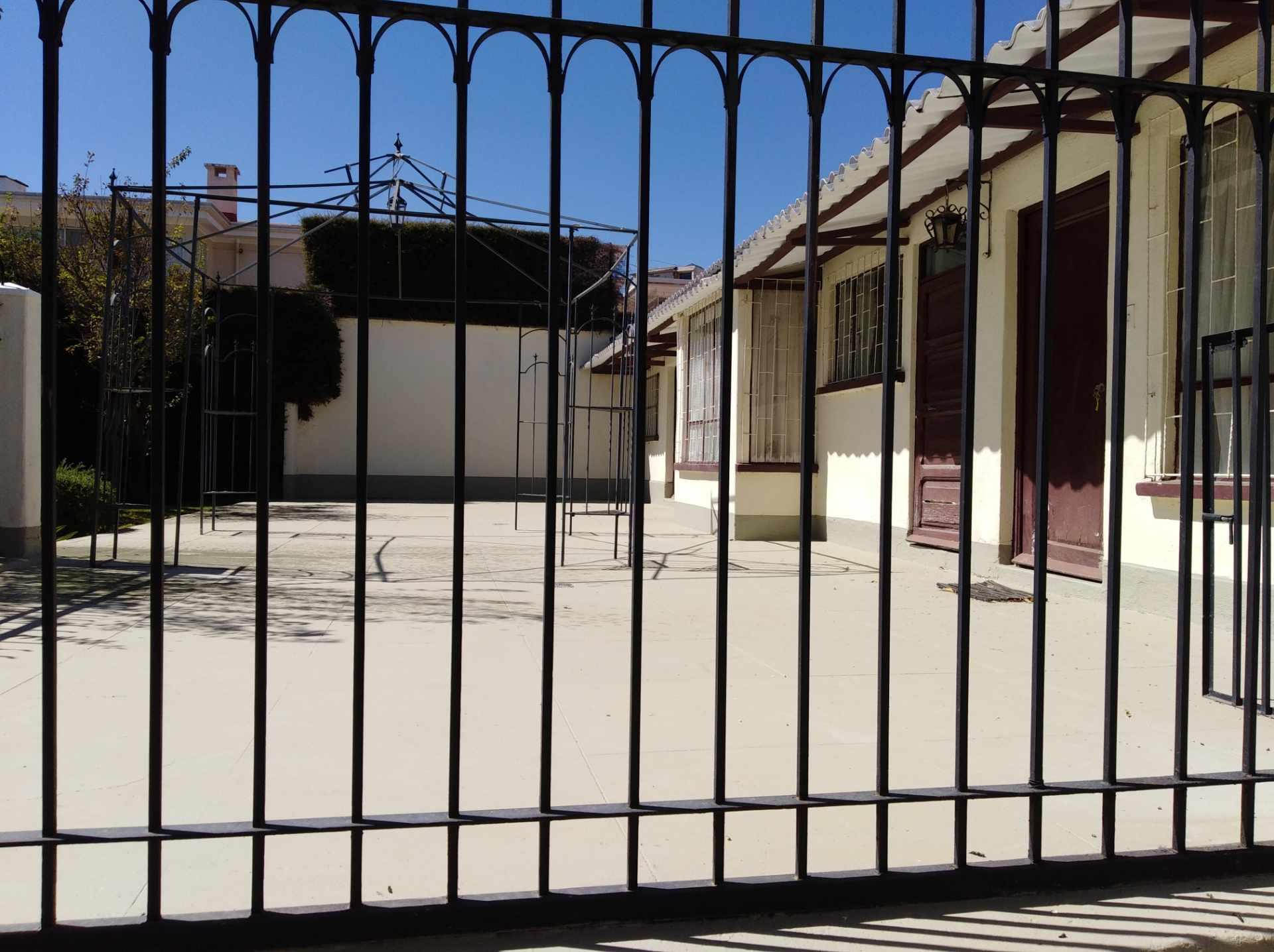 Casa en Alquiler CALACOTO calle 16 a 1/2 cuadra de la Av. Julio C. Patiño.  Foto 9