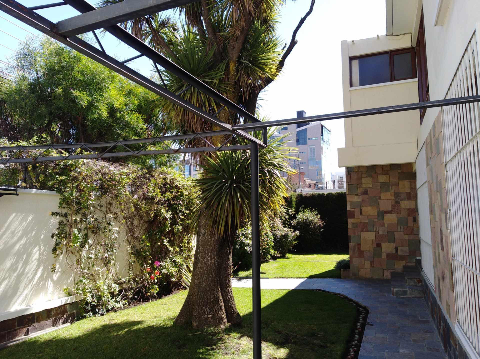 Casa en Alquiler CALACOTO calle 16 a 1/2 cuadra de la Av. Julio C. Patiño.  Foto 20