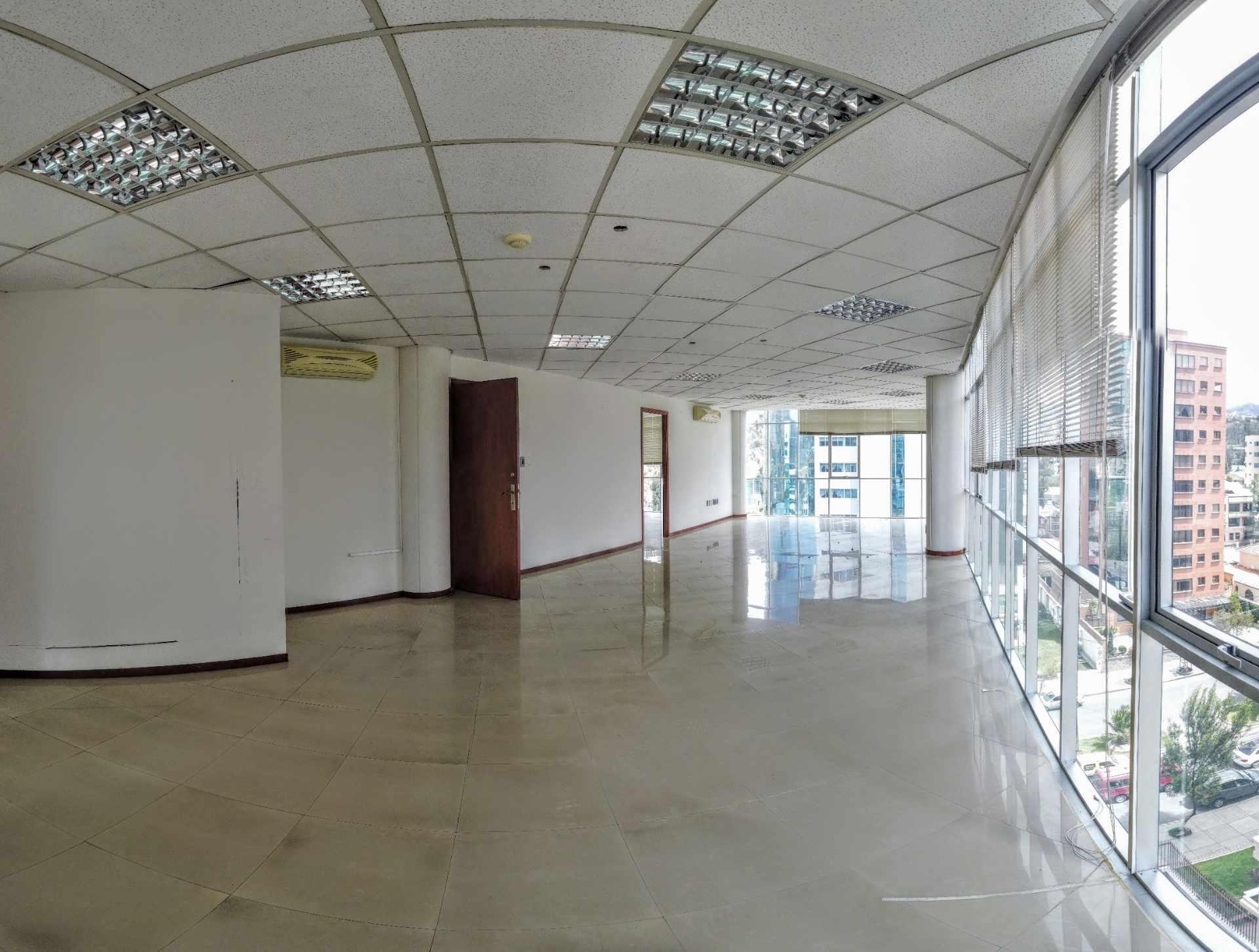 Oficina en Alquiler Av. Ballivian Esq. Calle 13 de Calacoto Foto 5