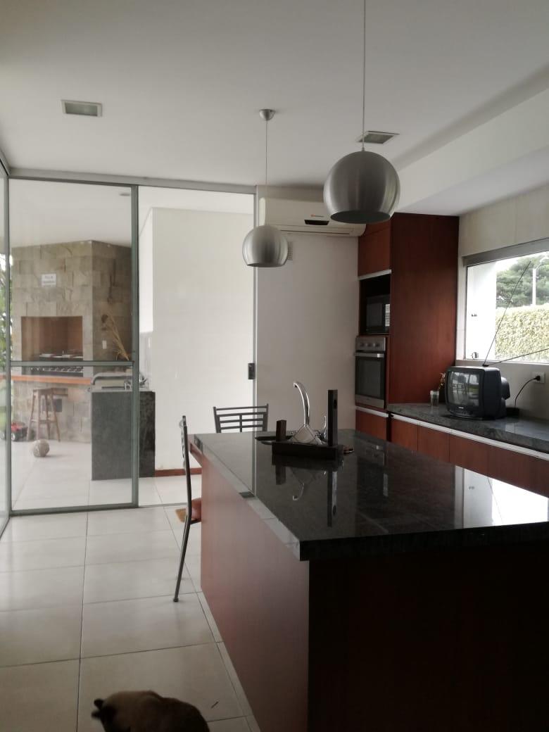 Casa en Alquiler Condominio exclusivo a pocos minutos del puente Urubó  Foto 11