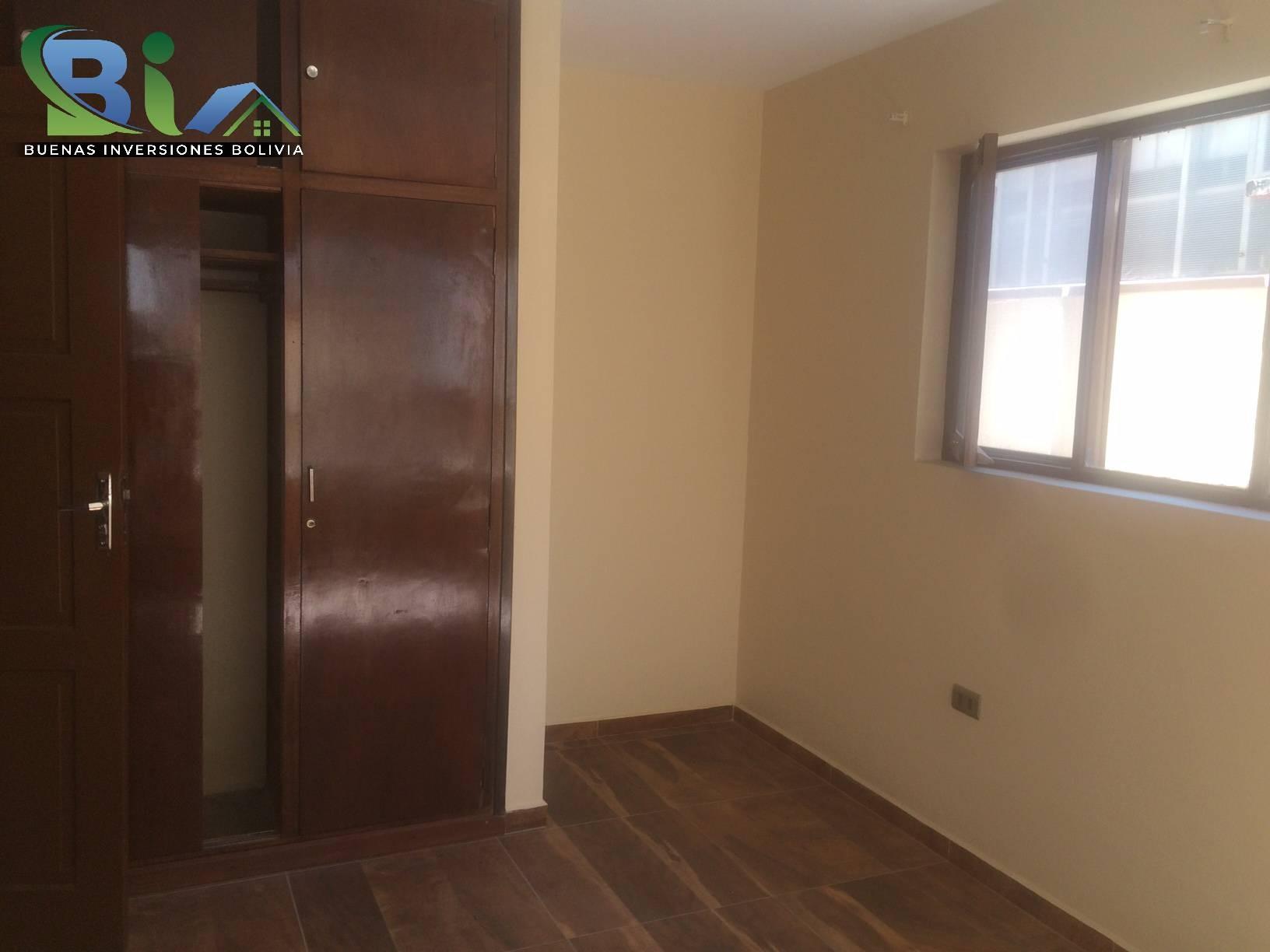 Casa en Alquiler $us 1.300.- CASA INMEDIACIONES CINE CENTER Foto 9