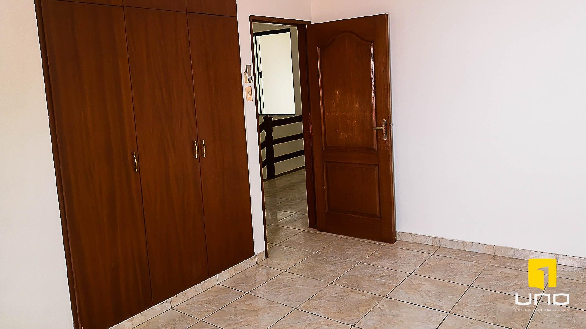 Casa en Venta $us 150.000 VENDO CASA AV ALEMANA DENTRO 3ER ANILLO TIPO DUPLEX Foto 8