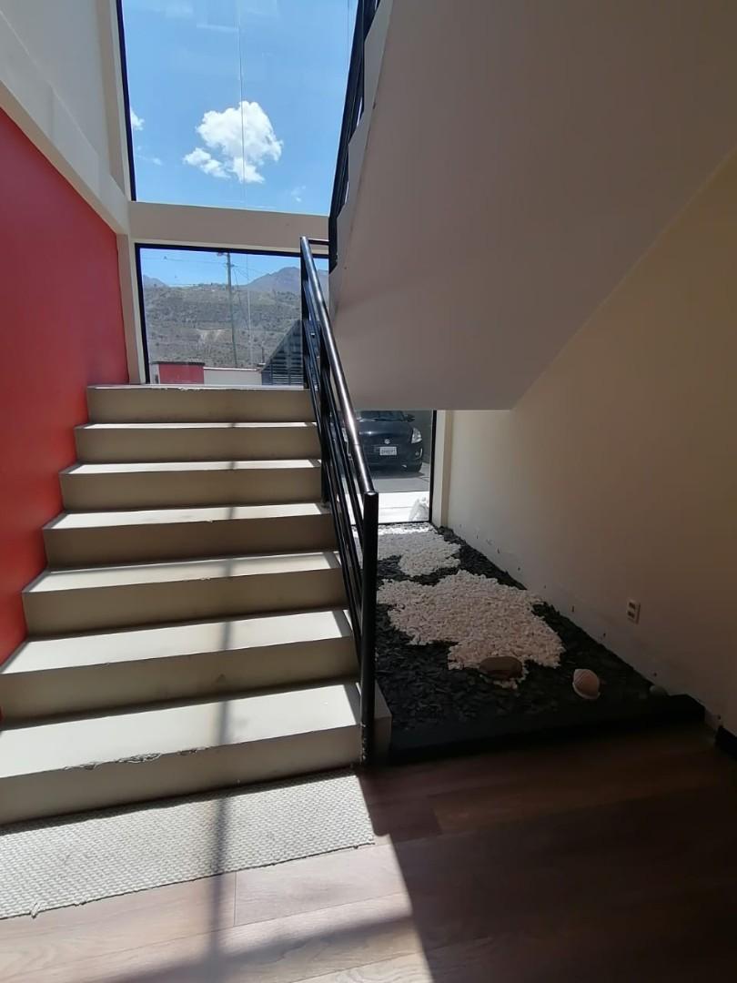 Casa en Venta $us.250.000.- LINDA CASA EN VENTA JUPAPINA 653 mtrs DE TERRENO LPZ Foto 8