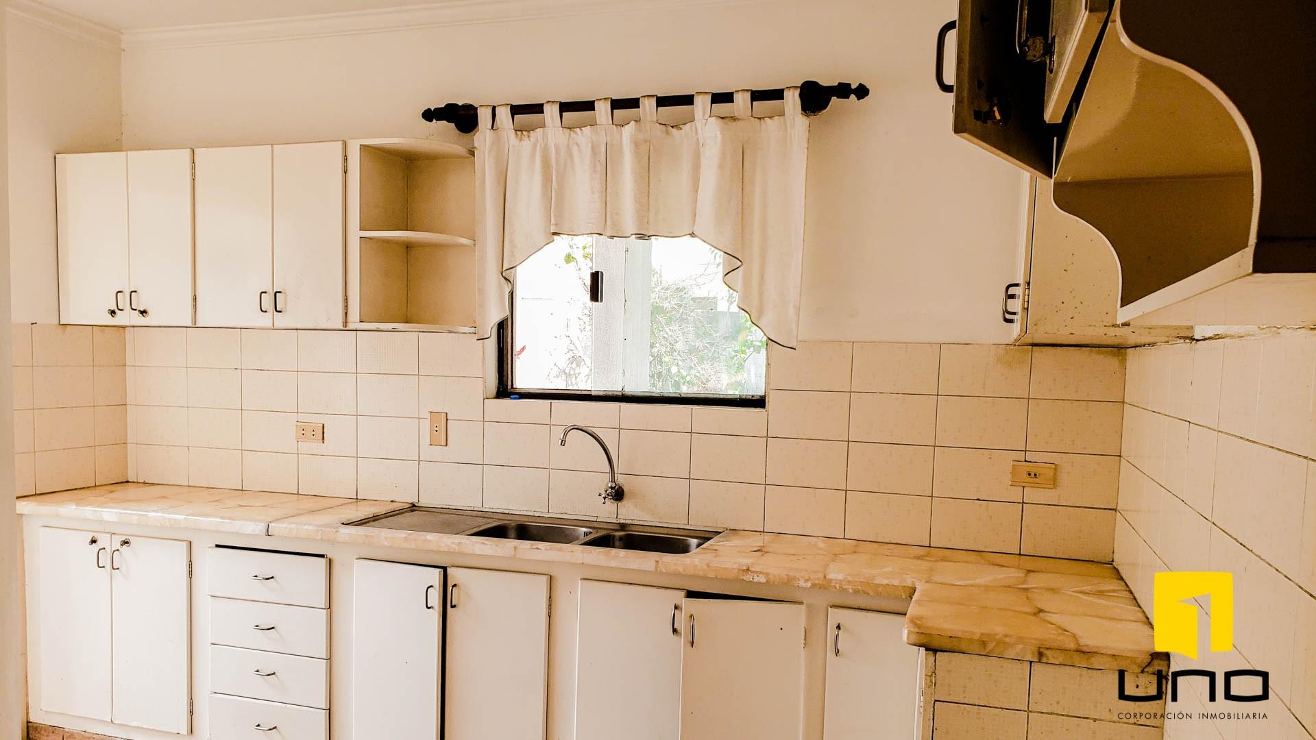 Casa en Venta $us 260.000 VENDO CASA BARRIO LAS PALMAS Foto 15