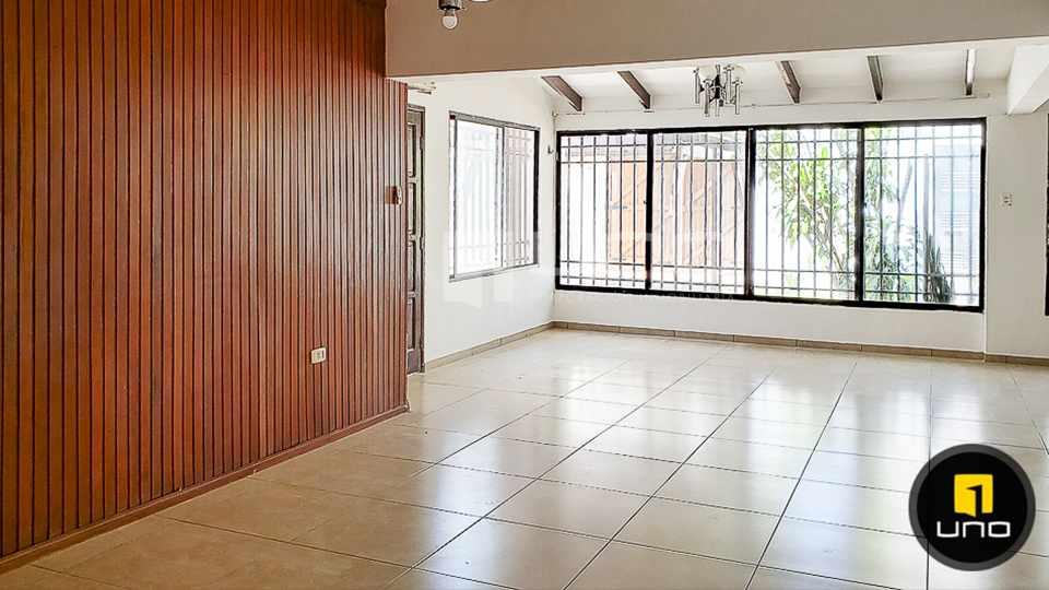 Casa en Alquiler CASA DE 1 PLANTA SOLO PARA OFICINA EN EL BARRIO EQUIPETROL Foto 3